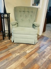 Unique rounded back green Recliner Chair New cond Spring Hill, 37174