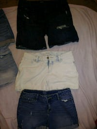 three assorted denim hot shorts Ashland, 41101