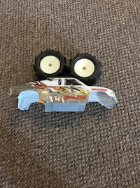 X max traxxas body with Maxx padel tires,   3.30x6.20 Joplin, 64801