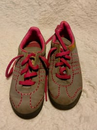 pair of gray-and-red Nike running shoes Caseyville, 62232