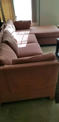 Sectional with chaise and sofa bed. mint conditio Elizabeth