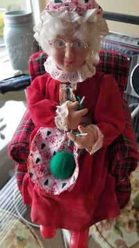 Mrs Clause animated toy  St. Catharines, L2R 3K8