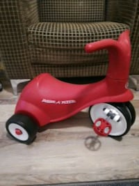 red and white Radio Flyer trike Vienna, 22181