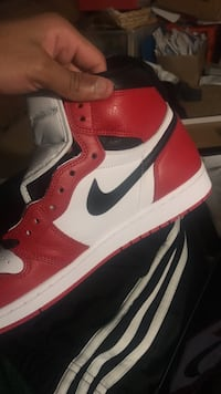 Unworn black and red air jordan 1 shoe two tone 68 km