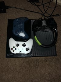 Xbox one comes with 2 controllers plus headset & Games Washington, 20020