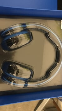 blue and black wireless headphones with box Las Vegas, 89148