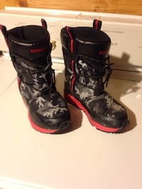 Red-and-black floral snow boots size 10 kids  Winnipeg, R2L 1P8