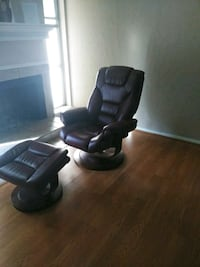 Burgandy leather recliner with foot rest. Tulsa, 74136