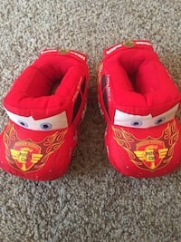 Toddler boys size 9/10 c slippers *like new  Crescent Springs, 41017