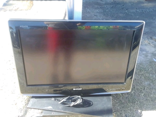 26 in Sharp Aquos LCD smart TV BROKEN (EASY FIX?)