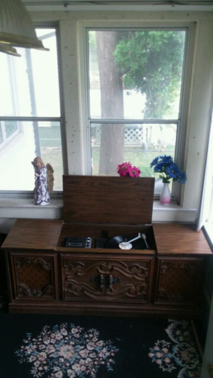 Photo VTG 1972 MONTGOMERY WARDS STEREO CONSOLE, (WORK'S) ASKING $90