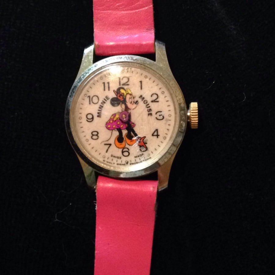 Pink strap minnie mouse analog watch