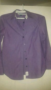 Tommy Hilfiger shirt medium. Kirkland, H9H 5K5