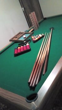 Pool table with a set of snooker balls Pickering, L1V 1B4
