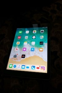iPad 6th generation 32 gb wifi + cellular  Toronto, M2J 3C5