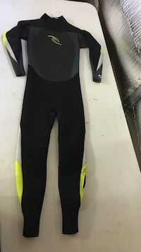 green and black wet suit