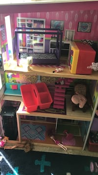 Nice doll house Silverdale, 98315