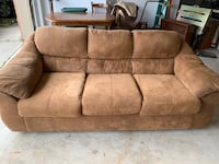 Gently used couch  Aldie, 20105