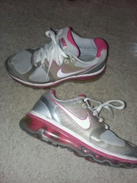 Nike shoes size 5Y Sioux Falls, 57108