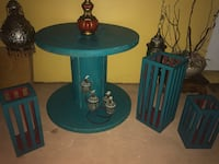 Very nice spool table or coffee table with a set of 3 wooden candles holders Miami, 33167