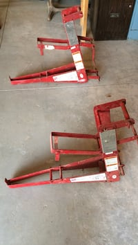 Pump jacks and sway braces excellent condition