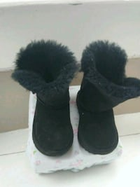 pair of black sheepskin boots Baltimore, 21213