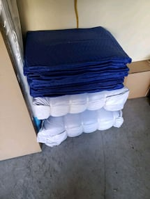 BRAND NEW moving blankets 5lb