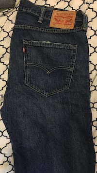 Size 38/32 (501 from Levi's). Price is negotiable. Toronto, M2R 1Y4