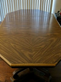 Heavy Dining Room table settimg for 6 chairs 240 mi