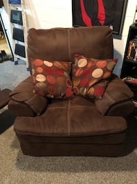 brown suede 2-seat sofa Columbus, 43232