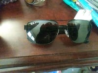black Ray-Ban Aviator sunglasses with silver frames 2369 mi