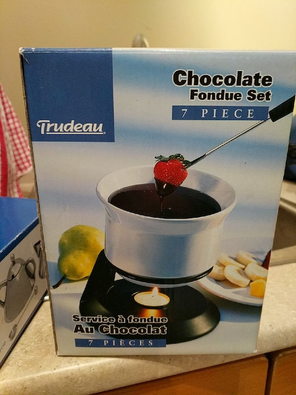 7-piece white chocolate fondue set box