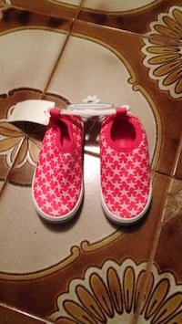 Brand new starfish sneakers size 6. Lightweight. And very bendy. Look for more on my page Islip, 11751