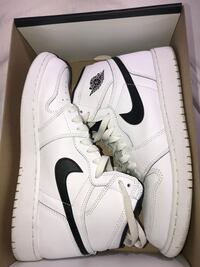 Retro high OG Nike's size 7y got for 120 asking for 85. Worn twice 734 mi