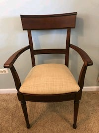 """Accent chair 22 1/2"""" w x 20 1/2 d x 20 1/2"""" h seat Crystal Lake, 60014"""