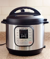 {brand new} instant pot duo 7-in-1 8qrt pressure cooker