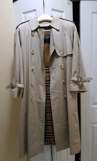 Authentic Burberry women trench coat. Burnaby, V5H 1H7