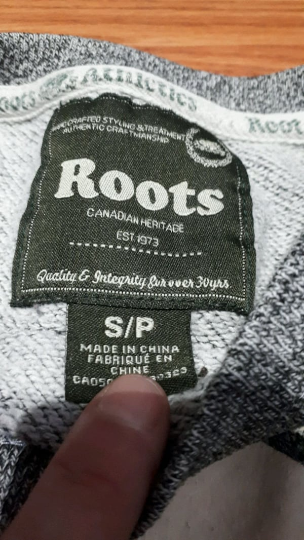 Womens roots crew sweater. 4/5 condition. Need gone asap. Pick up only 0a7b8ffe-d193-4e04-9791-92a84f5cb4d6