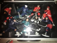 hockey figures comes in glass case  Port Moody, V3H 2K3