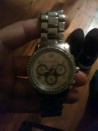 round silver chronograph watch with link bracelet Yonkers, 10704