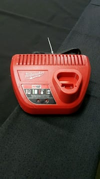 Chargeur Milwaukee M12 très Propre !