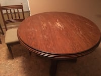 Round brown wooden pedestal table Vaughan, L6A 1N2