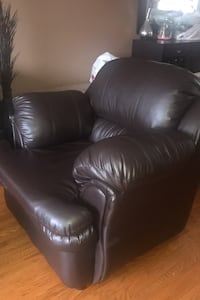 Leather chair. Good condition. PICK UP IN SCARBOROUGH ONLY!  Toronto, M1E