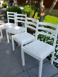 Set of 4 chairs shows signs of some ware and paint Aurora, L4G 6N4