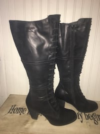 Women's pair of black leather pumps boots Hampton, E5N 6E7