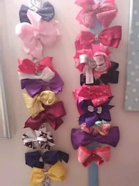 22 bows with 2 bow hangers Niceville, 32578
