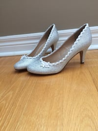 Pair of women's silver kitten heels Vaughan, L6A 2M3