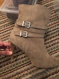 Size 8 boots  Mississauga, L4Y