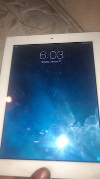 Black ipad with white case Temple Hills, 20748