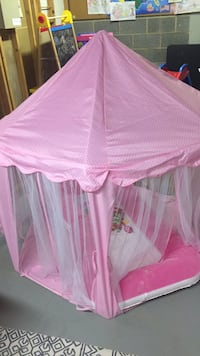 Pink and white play tent  Columbia, 21044
